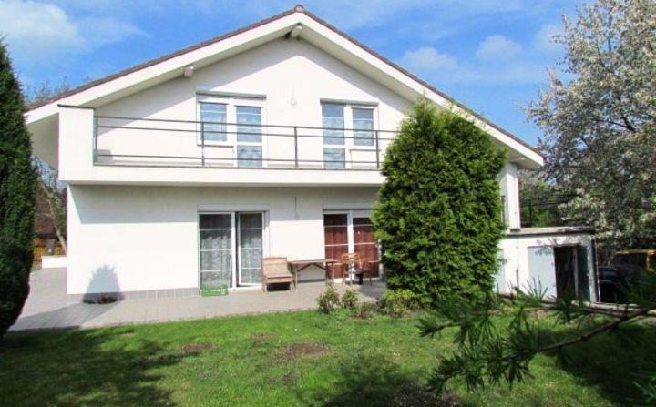 Fotografie nemovitosti - Prodej dvougeneračního rodinného domu s dvojgaráží  a zahradou v obci Bořanovice okr. 2b73addc2f